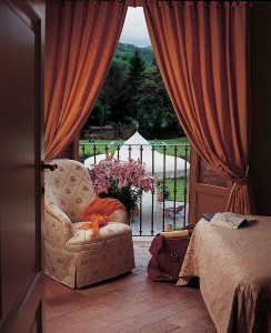 PRIDE-Travel-Borgo-Bernardini-Lucca-Italy-balcony