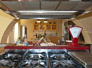 PRIDE-Travel-Borgo-Bernardini-Lucca-Italy-kitchen-stove