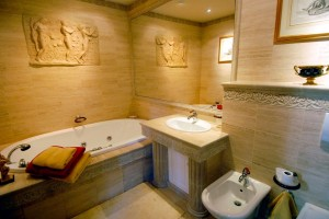 Pride-Travel-Villa-Bertagni-Lucca-Italy-bathroom-tub