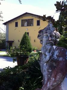 Pride-Travel-Villa-Bertagni-Lucca-Italië-standbeeld