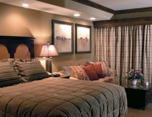 Pride-Travel-condo-Sedona-Arizona-red-rock-resort-bedroom